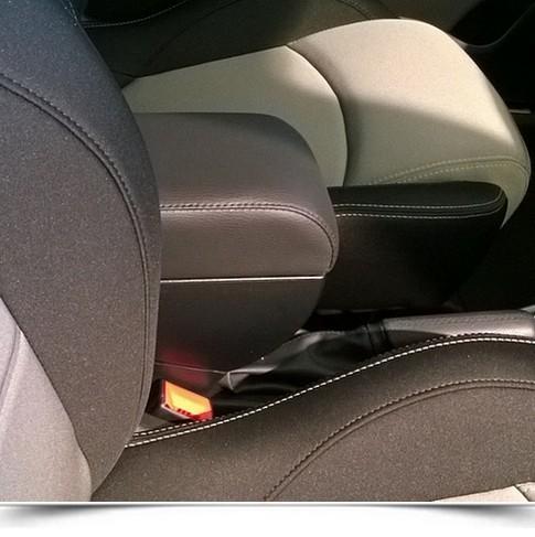 Bracciolo regolabile e portaoggetti Alfa Romeo Mito (2014>)