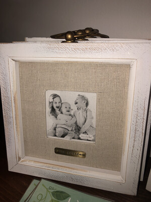 The Grands Frame With Ring On Top