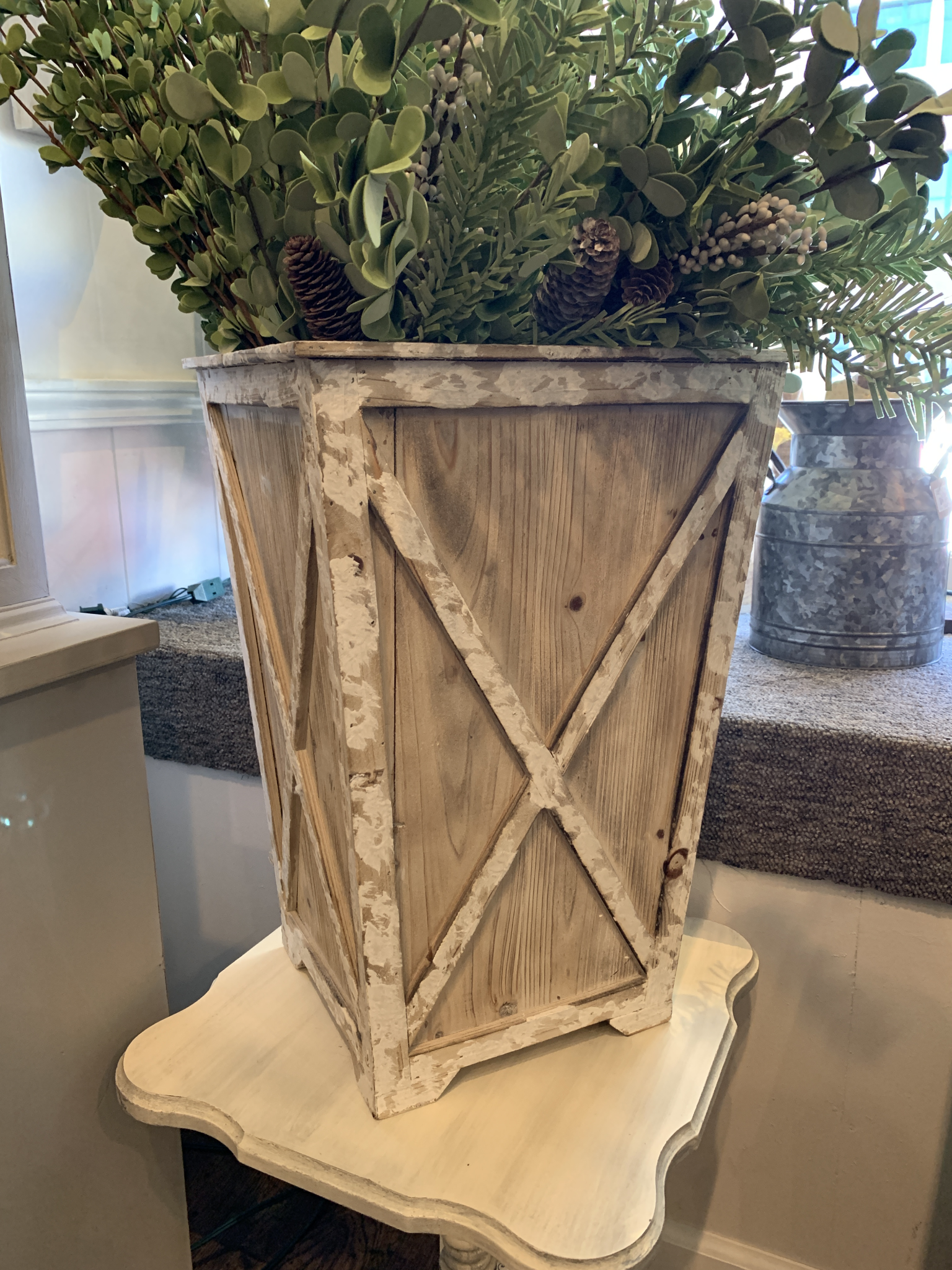 Large White Washed Planter whiteplkanterlrg