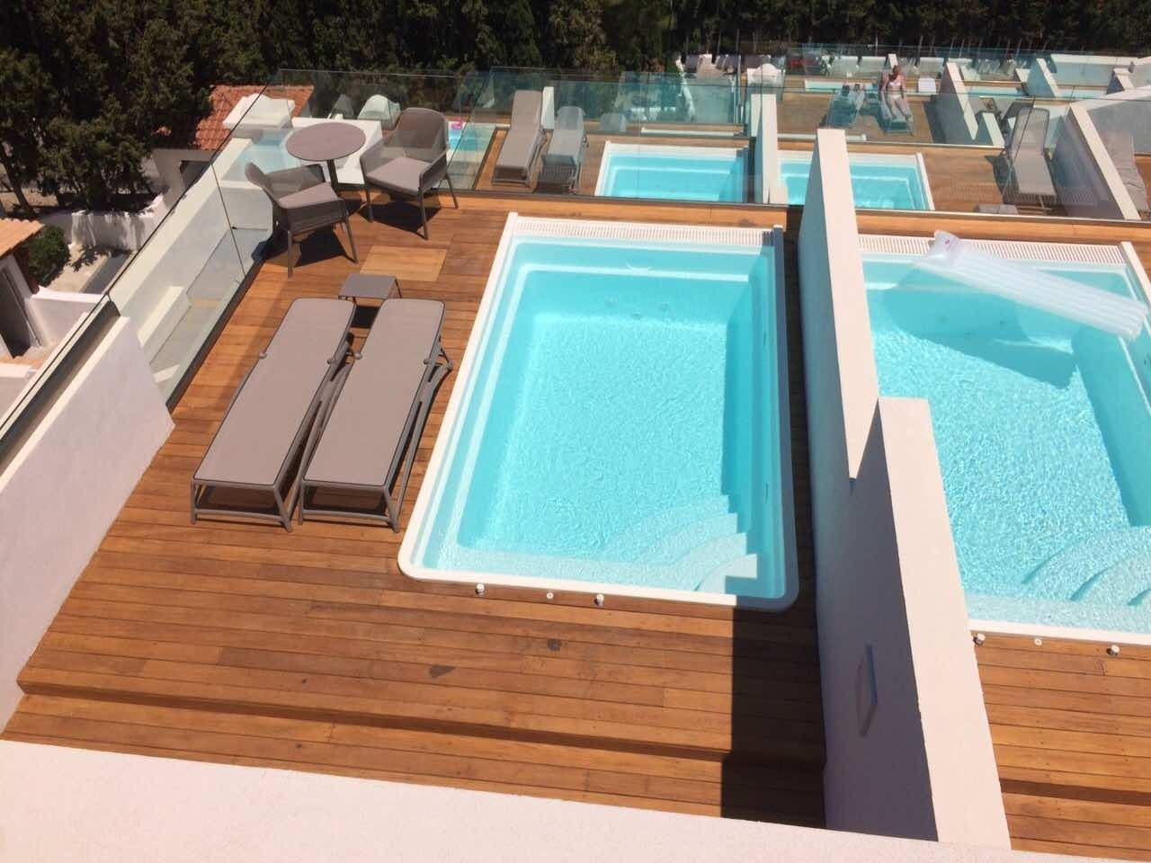 Fibreglass one-piece swimming pool 4m x 2.5 x 1.25