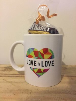 Taza Love is Love