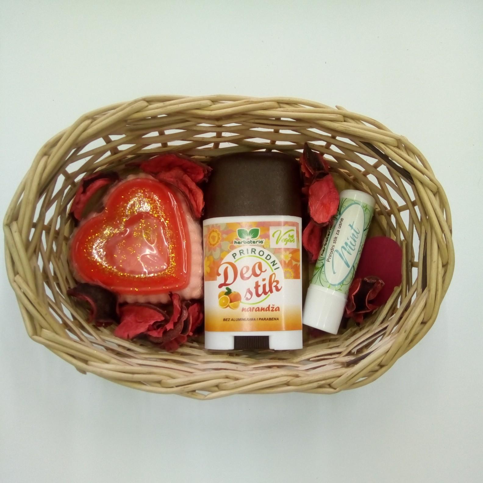 Poklon set (glicerinski sapun, deo stik, stik za usne) 00465