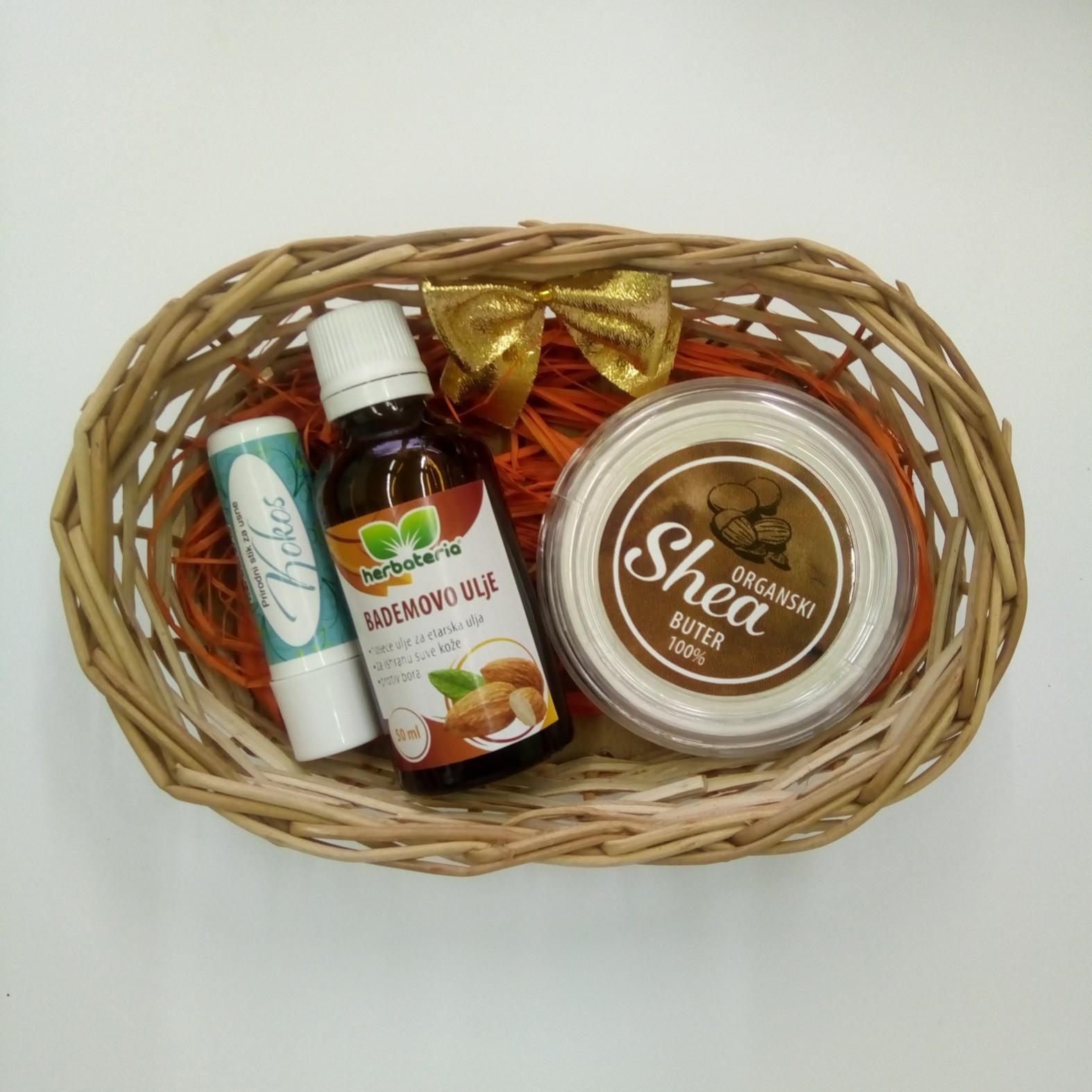 Poklon set (stik za usne, bademovo ulje 50 ml, shea buter 50 ml) 00470