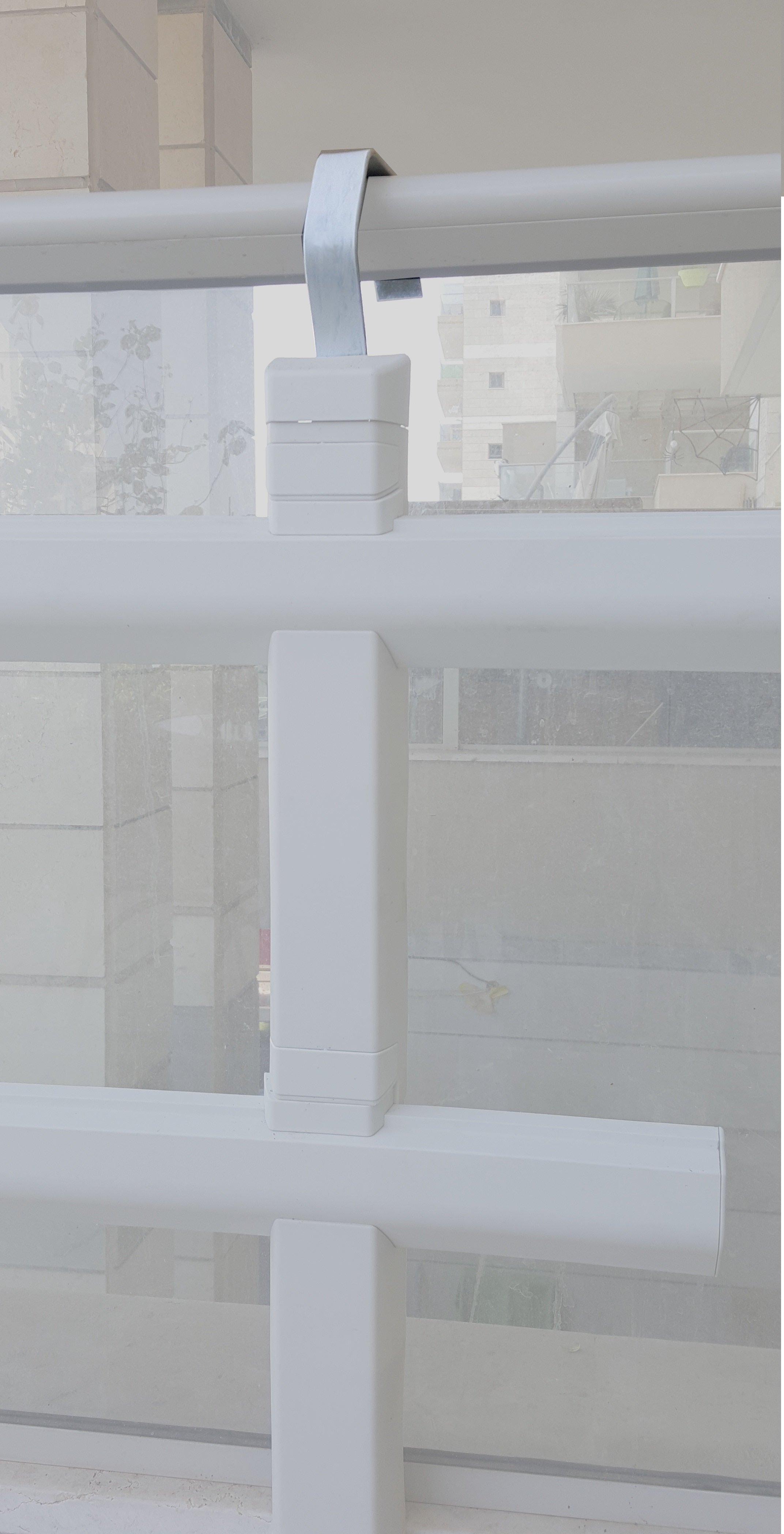 מתלה למעקה - Guardrail Hanger