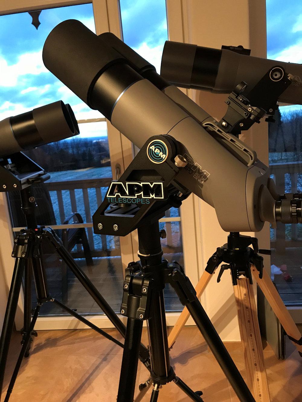 Die APM Gabel trägt die APM Großferngläser 100mm und 120mm problemlos, sicher und sicher