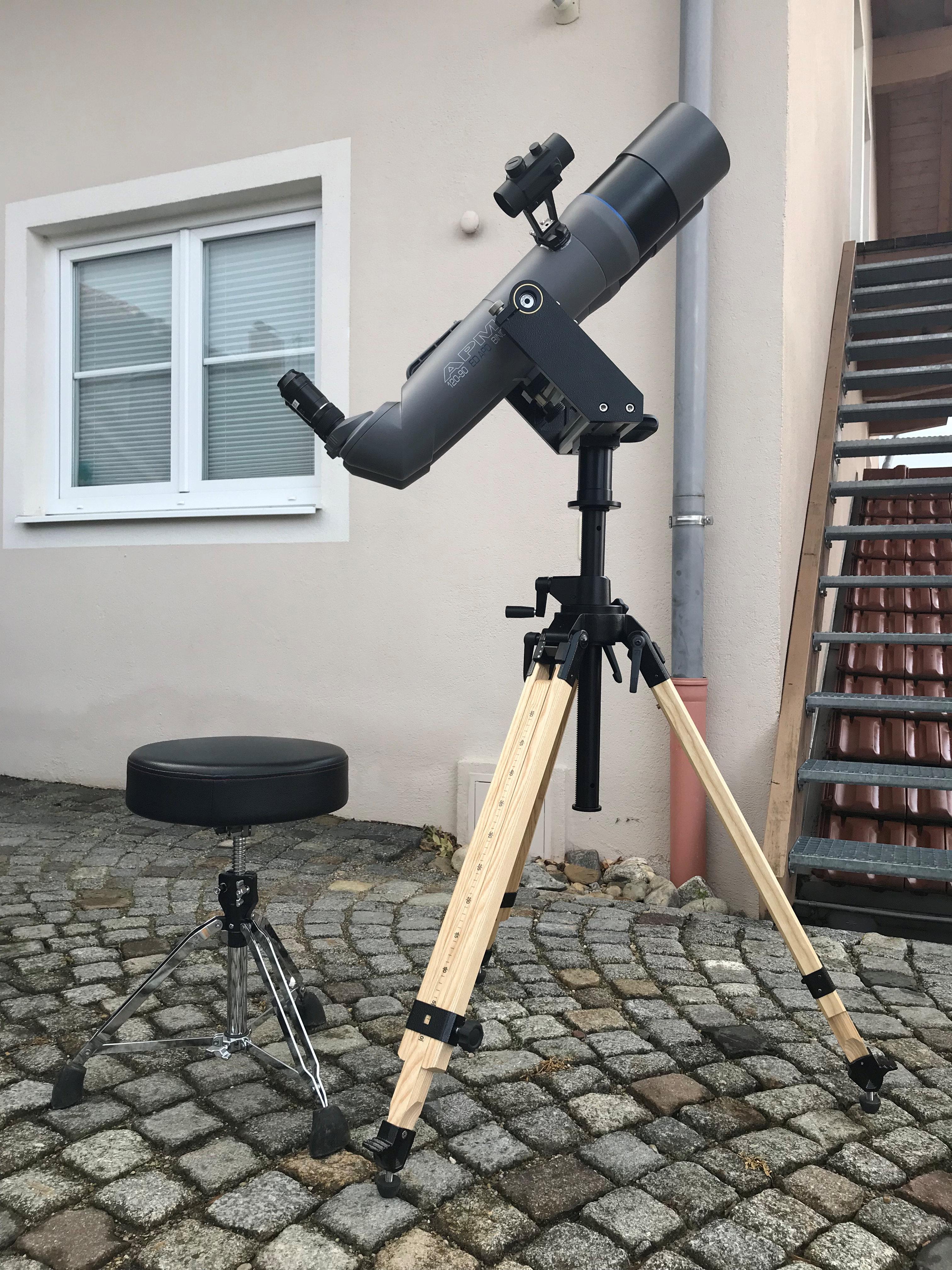 Der Astrostuhl harmoniert bestens mit allen Refarktor-Teleskopen/Binos/Großferngläsern in Kombination mit höhenverstellbaren Stativen