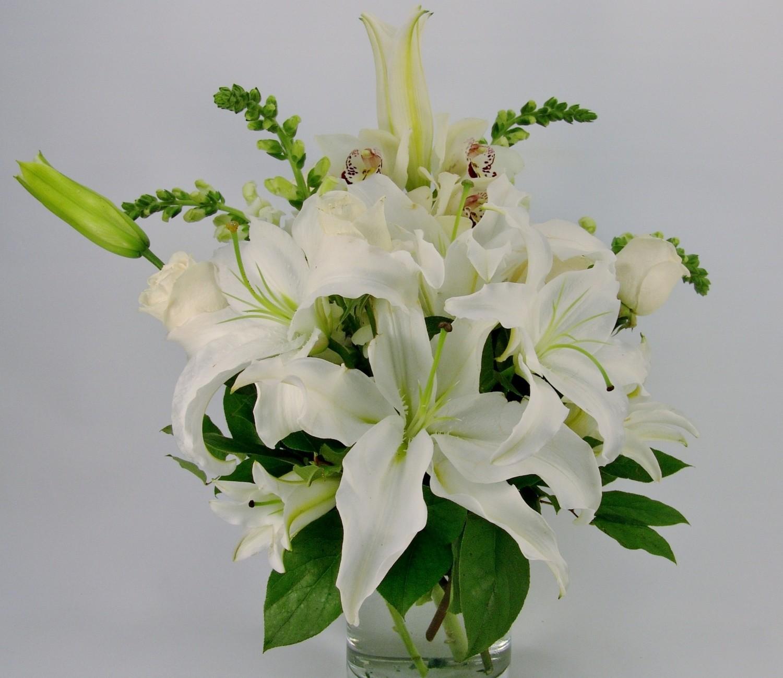 Casa Blanca Sympathy Vase