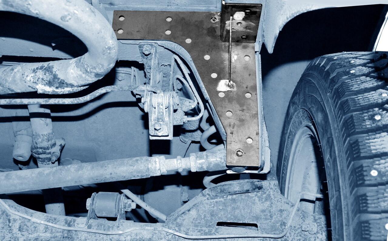 """Усилитель кронштейна крепления поперечной штанги (панары) к кузову """"Лада 4*4"""""""