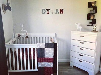 Courtepointe 'bucheron' pour couchette, lit de bébé, transition, endos minky noir ou fourrure