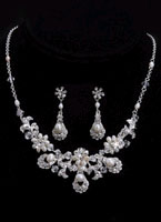 STUNNING NECKLACE & EARRING SET