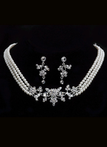 PEARLS 3 PIECE NECKLACE & EARRINGS