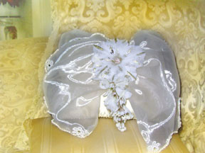 WHITE ORGANZA PILLOW