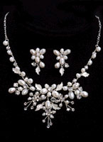 SILVER CLEAR NECKLACE & EARRING SET
