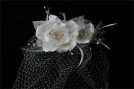 CAGE VEIL WITH WHITE ROSES