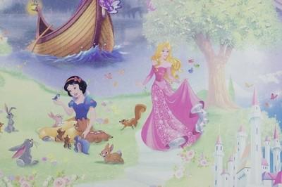 Детские обои. Принцессы Disney. Артикул: 10117-ХХ. Принцессы - фон. Артикул: 10118-ХХ. Флизелиновые обои выполнены в технике горячего тиснения. Размер: 1,06*10,05 м.