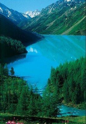 Озеро в ущелье.  Фотопанно в ванную.  Размер: 136х194 см.