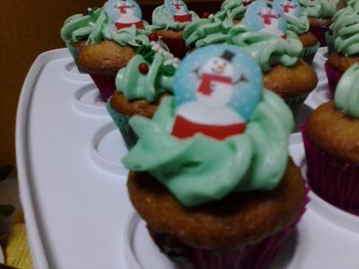 24 Mini Vanilla Cupcakes/24 Magdalenas mini de Vainilla