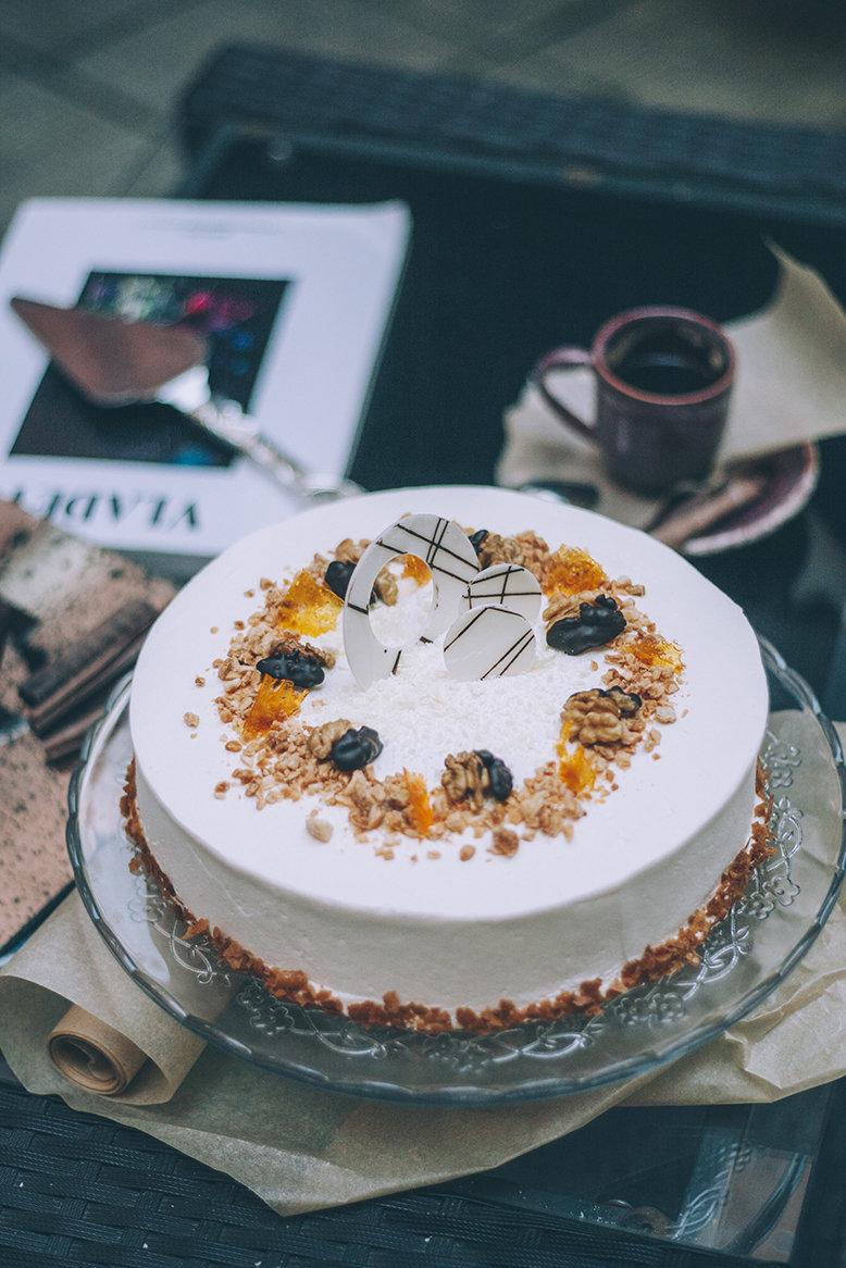 Торт «Морковный»  1.5 кг. 00015