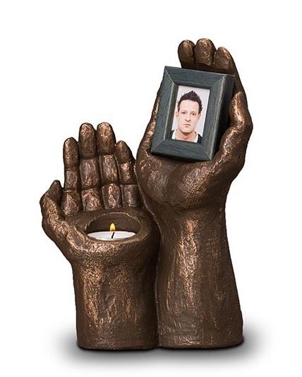 Urn Handen met fotolijst