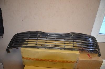 Решетка переднего бампера Camry V70