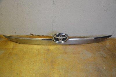 Накладка крышки багажника Toyota Camry V50