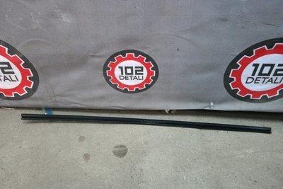 Молдинг лобового стекла правый Toyota Rav 4 (2005-2013)