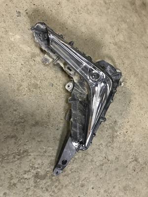 Фара противотуманная правая Lexus LX570