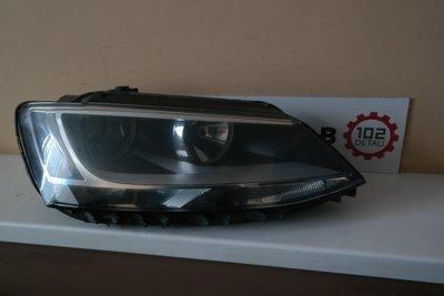 Фара правая Volkswagen Jetta 6 (2011--)
