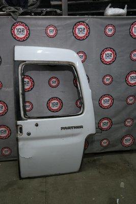 Дверь багажника правая Peugeot Partner M59