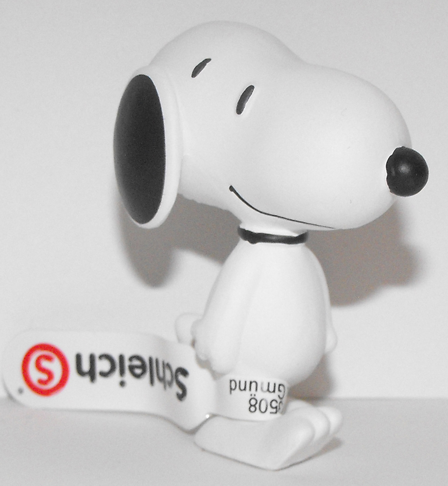 Snoopy Walking 2 inch Figurine Peanuts Miniature Figure
