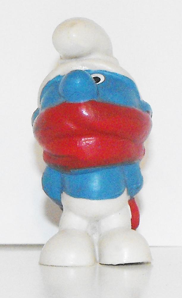 Shiver (red scarf) Smurf Vintage Figurine 20004