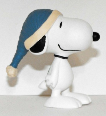 Christmas Snoopy in Hat Figurine 2 inch Peanuts Miniature Figure