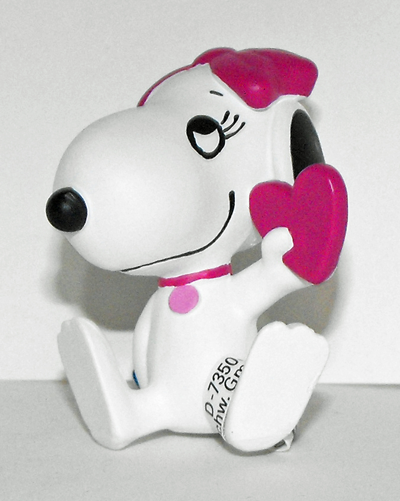 Snoopy's Sister Belle Holding Heart 2 inch Peanuts Miniature Figure