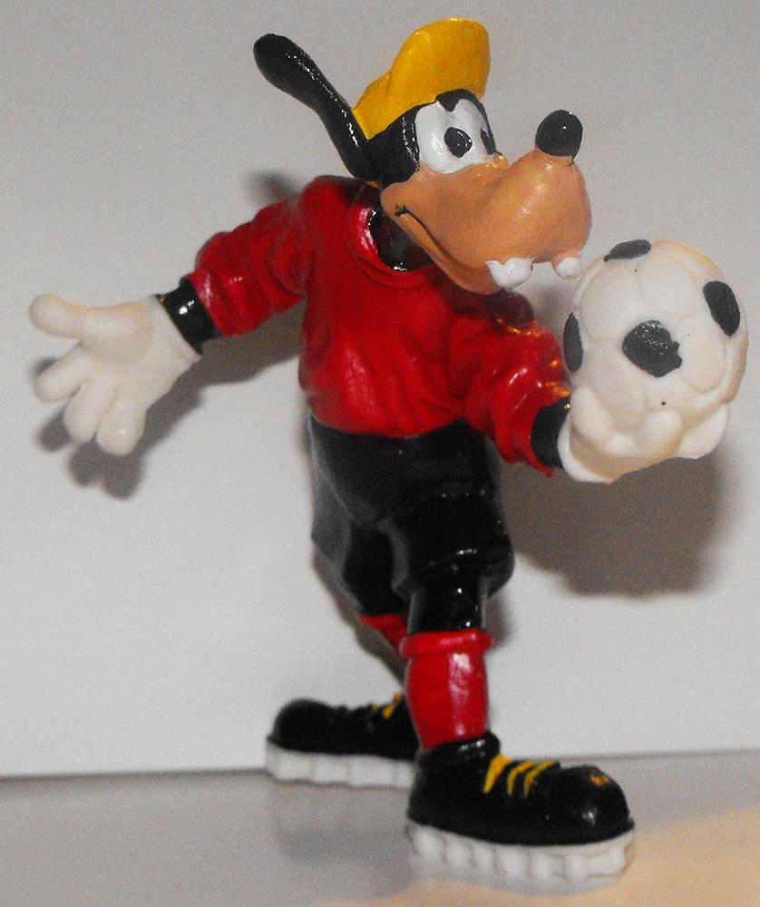 Goofy Playing Soccer Plastic 3 1/2 inch Plastic Figurine Figure