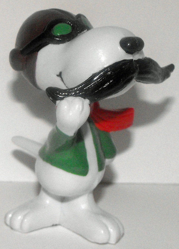 Snoopy Ace Fights Red Barron 2 inch Figure Peanuts Miniature Figure