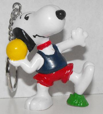 Shotput Snoopy 2 inch Figurine Keychain Peanuts Miniature Figure Key Chain