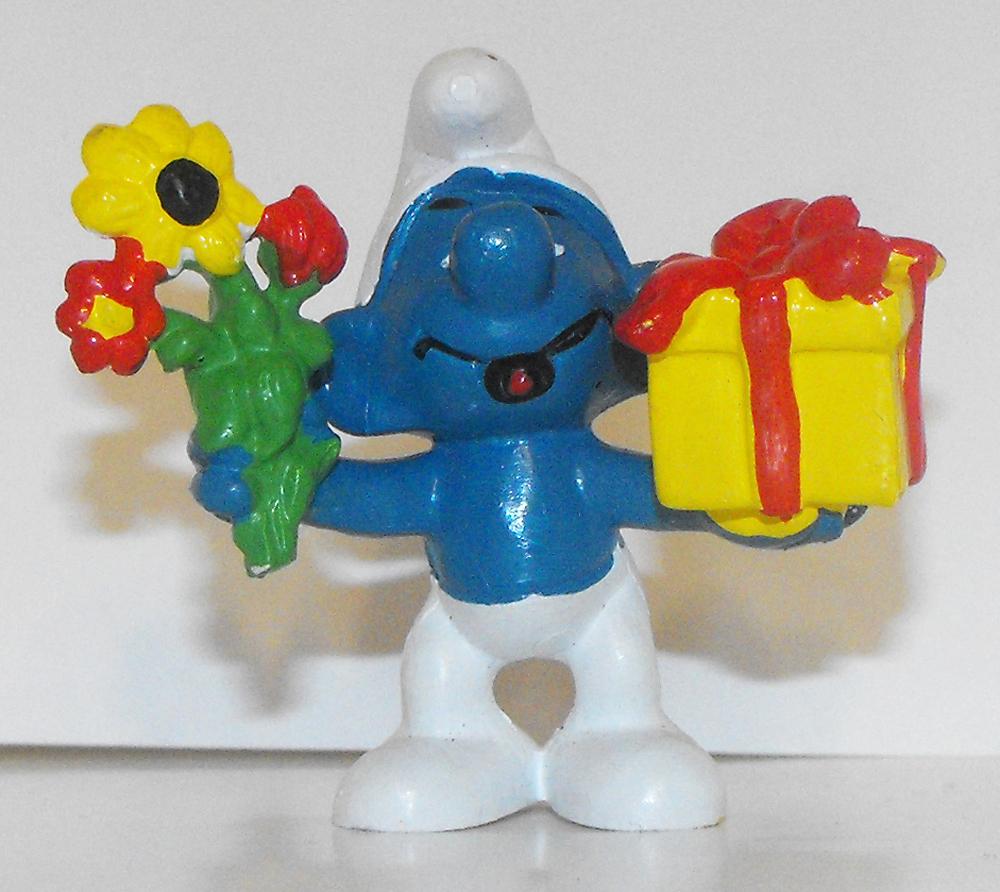 Gift and Flowers Smurf Vintage Figurine 20040