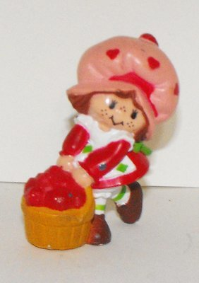 Strawberry Shortcake with Basket Miniature