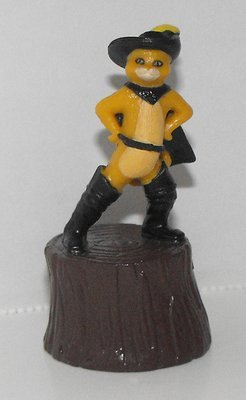 Puss in Boots on Stump 2 inch Figurine
