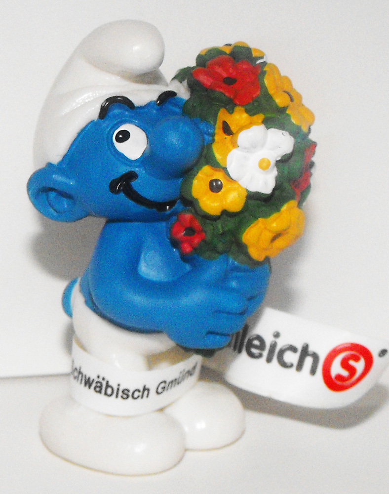 Smurf with Bouquet of Flowers Smurf 2 inch 20469