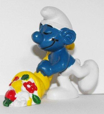Cornucopia Smurf 2 inch Plastic Figurine 20117
