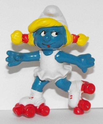 Roller-skate Smurfette  2 inch Plastic Figurine 20126