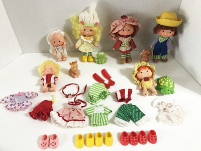 Vintage Lot of 6 Strawberry Shortcake Dolls 4 Pets Lots of Clothes Huckleberry Pie