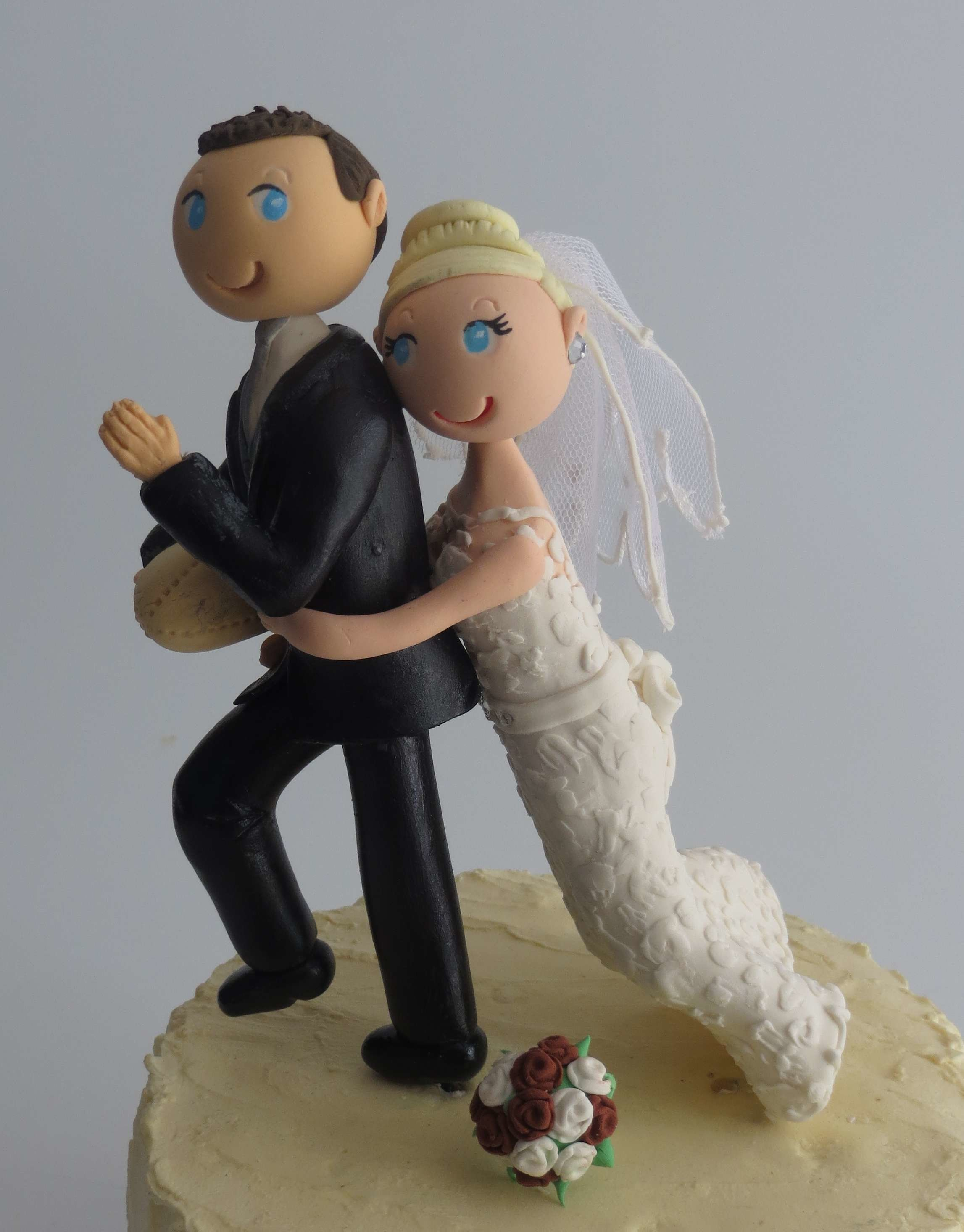 Tackling Couple on round base board H