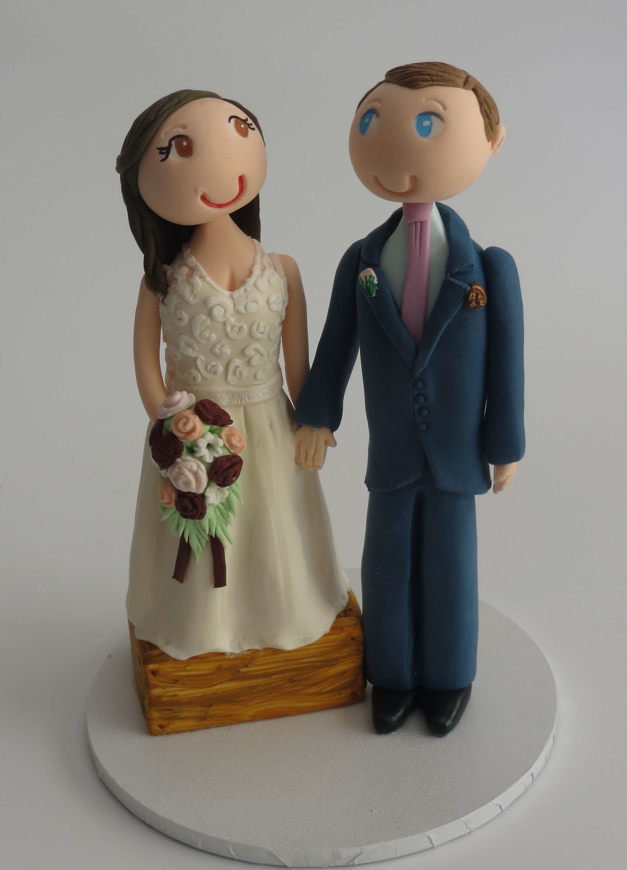 Bride standing on box Couple on round base board Q