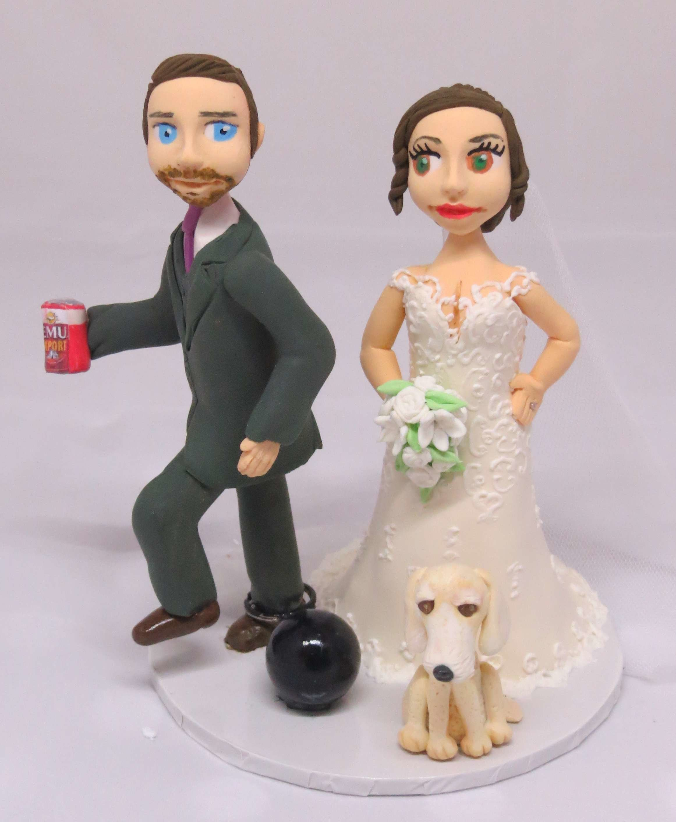 Groom with Ball & chain on round base board 00007