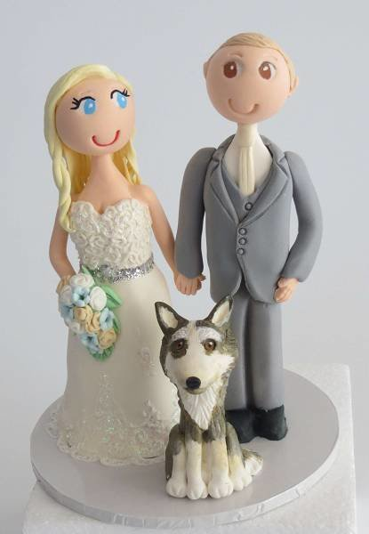 Standing Couple with 1 pet on round base board 00009