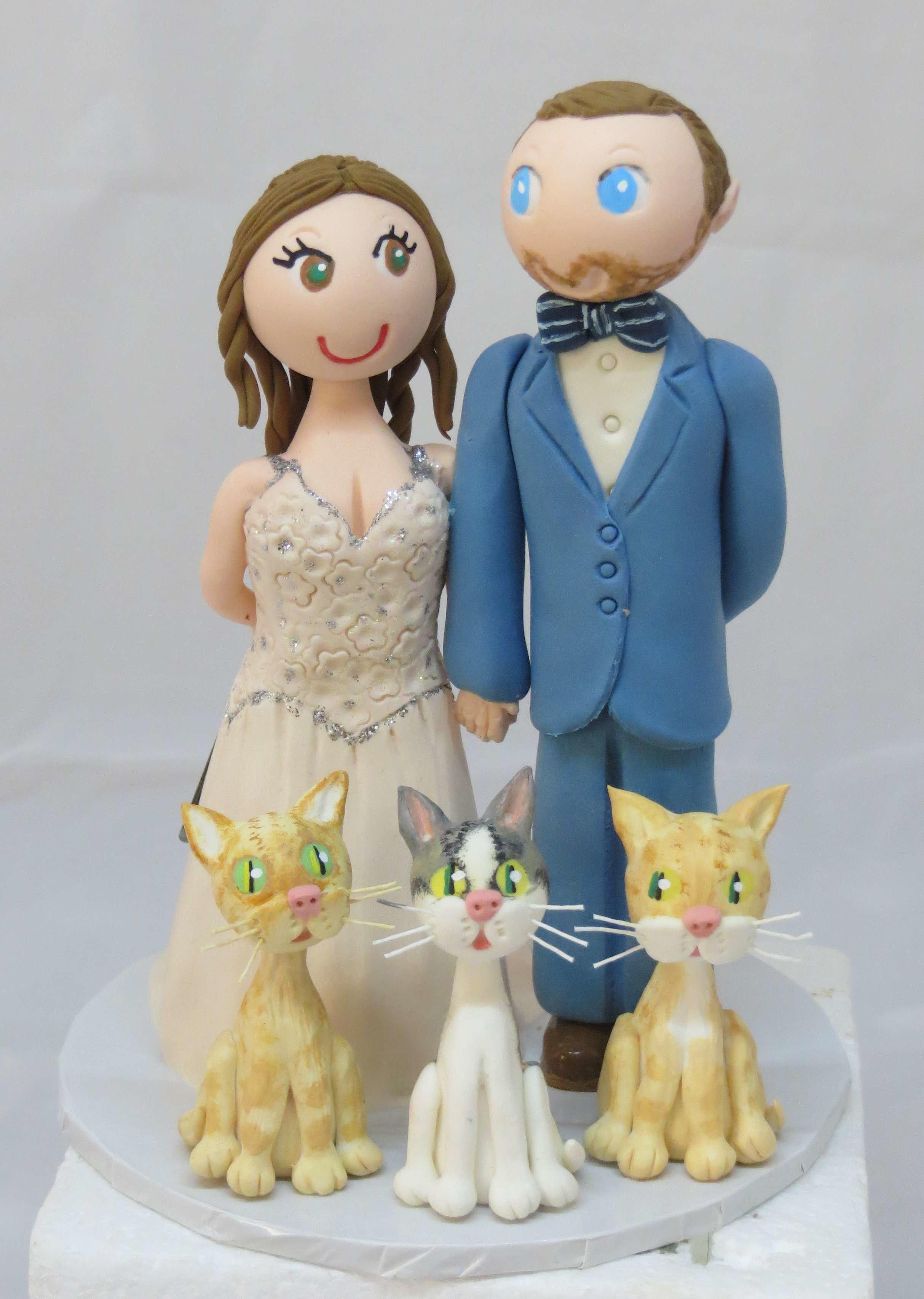 Standing Couple with 3 pets on round base board 00011