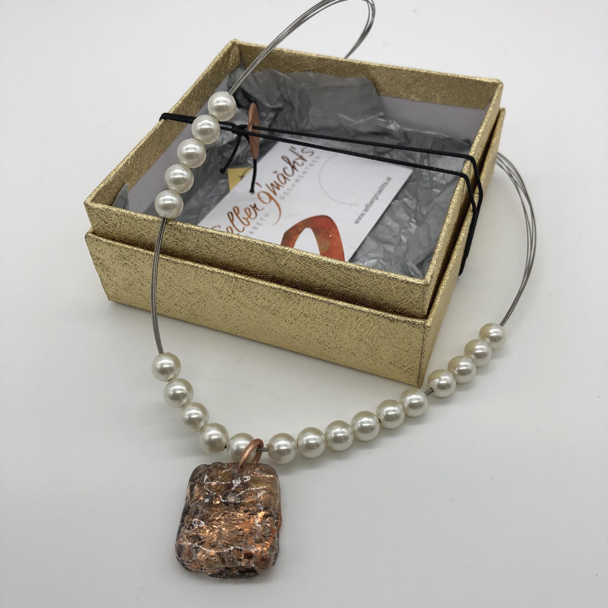 Kette mit Perlen und Anhänger aus Kunststoffgranulat - beidseitig tragbar