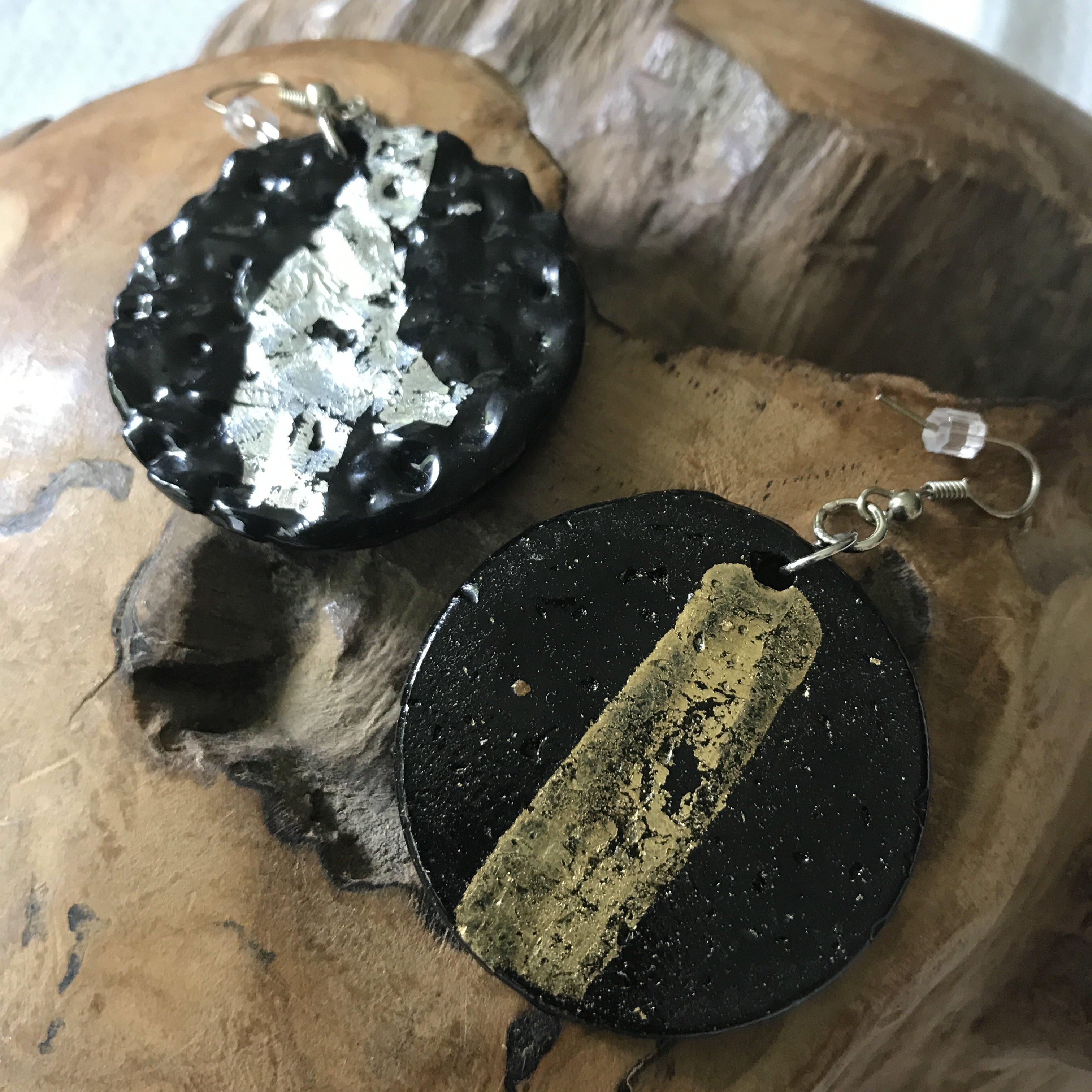 Ohrhänger rund schwarz/silber - beidseitig tragbar - Rückseite gold